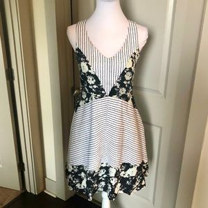 NWT 🐚 52 Weekends Black & White Floral Dress - S